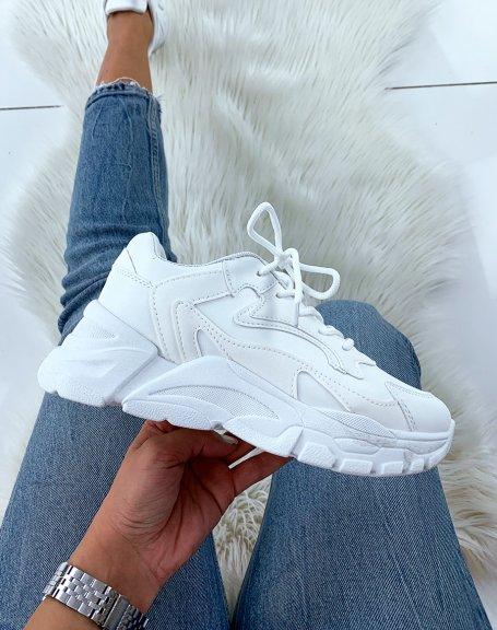 Baskets blanches à semelle épaisse