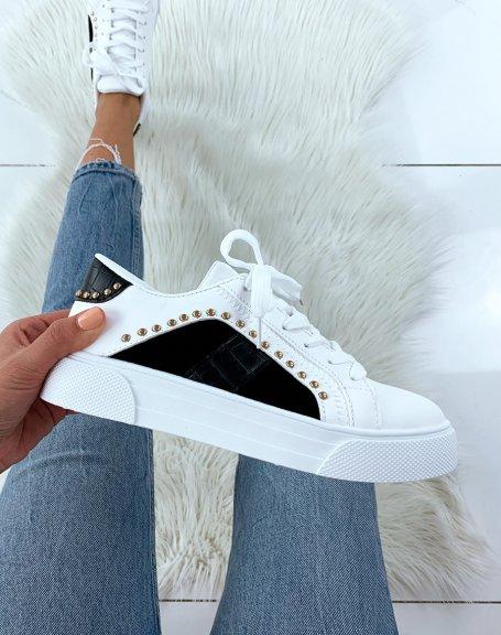 Baskets cloutées blanches et noires effet croco