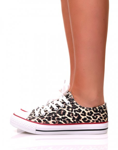 Baskets en toile leopard à lacets blancs