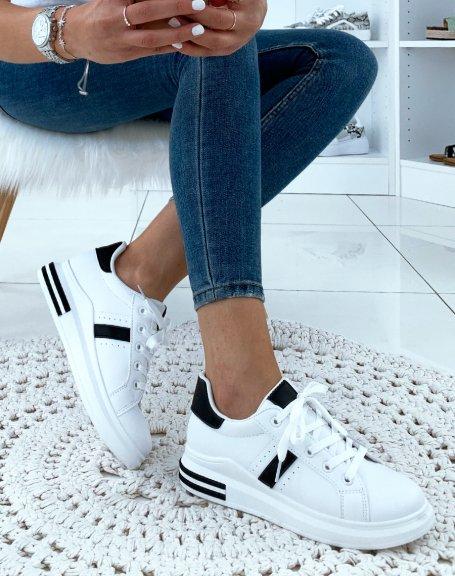 Baskets noires et blanches