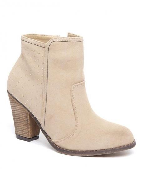 Botte Alicia Shoes beige piquées de têtes d'épingles, style cavalier