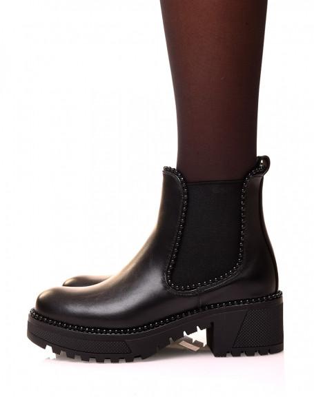 Chelsea boots noires ajourées de perles noires
