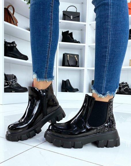 Chelsea boots noires vernies à ornements et semelles crantées