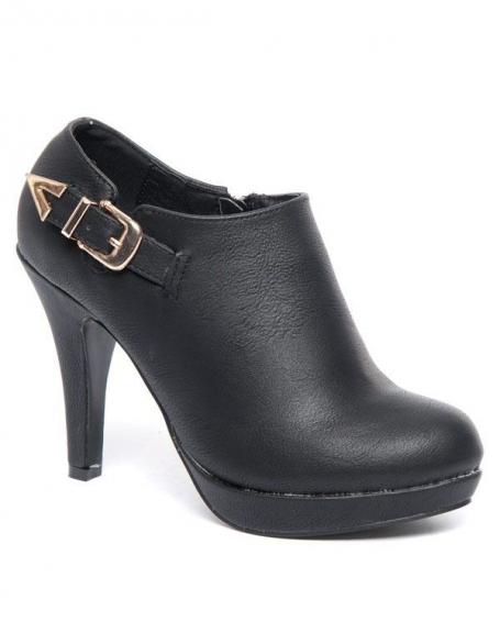 Escarpin fermé style bottine Alicia Shoes noir, bride à boucle cuivrée