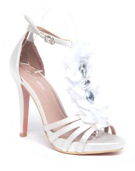 Escarpins blancs Style Shoes fleur en tule et pierres fantaisie
