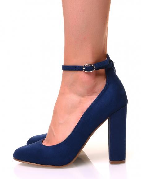 Escarpins en suédine bleus à talons hauts carrés
