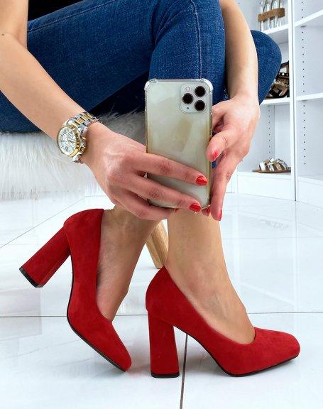 Escarpins en suédine rouge à bout carré