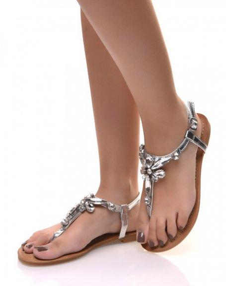 Nu-pieds argents ornés de bijoux