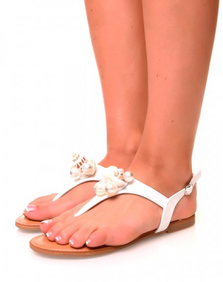 Nu-pieds blancs à coquillage