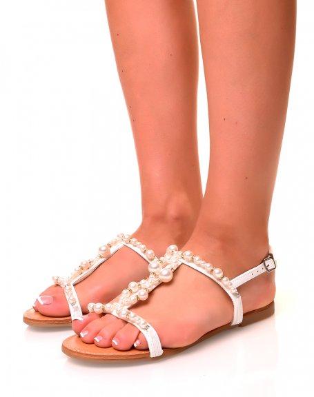 Nu-pieds blancs à détails perlés et strass