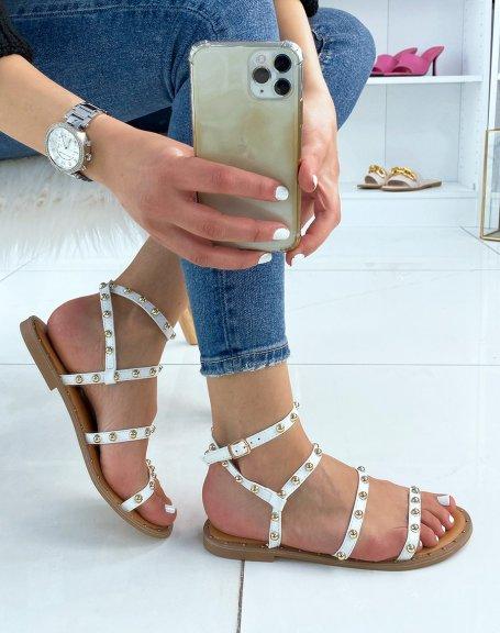 Nu-pieds blancs à multiples brides cloutées