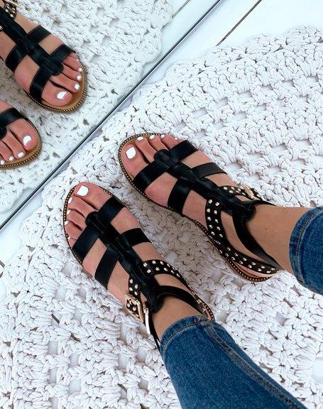 Nu-pieds en similicuir noirs à multiples lanières et ornées de clous