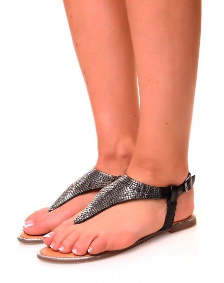 Nu-pieds plats noirs en forme triangulaire