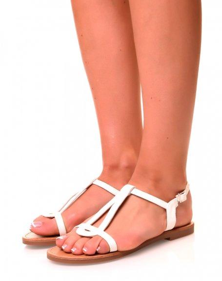 Nu-pieds simili cuir blancs à semelles plates