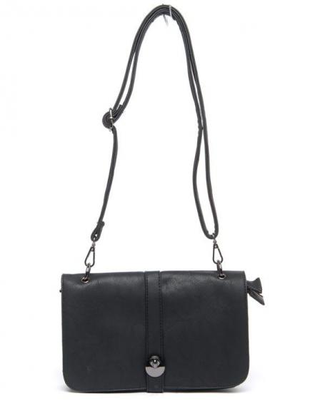 Petit sac à main noir Flora&Co porté épaule, rabat sur trois compartiments intérieurs