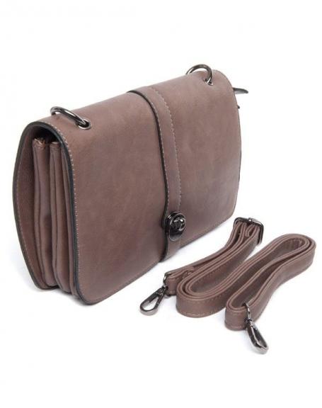 Petit sac à main taupe Flora&Co porté épaule, rabat sur trois compartiments intérieurs