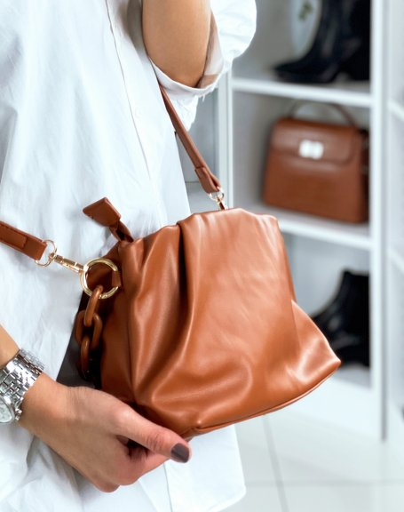 Sac à main forme besace marron à fausses chaines