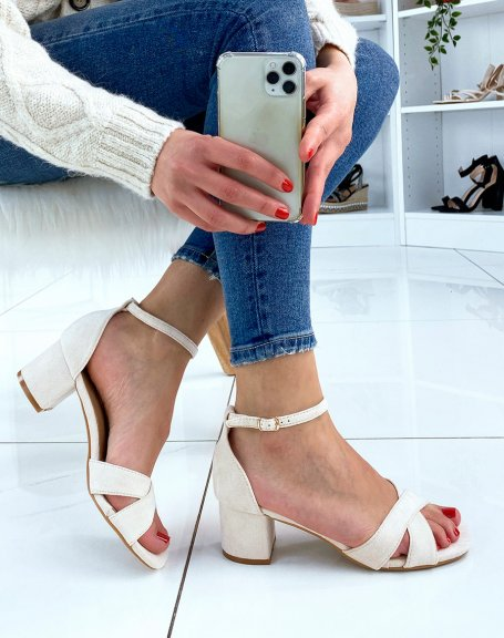 Sandale beige à brides entrecroisées et talon carré
