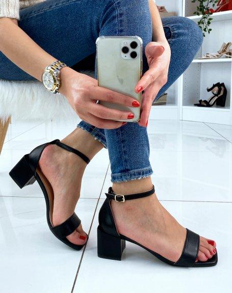 Sandale noire à petit talon carré