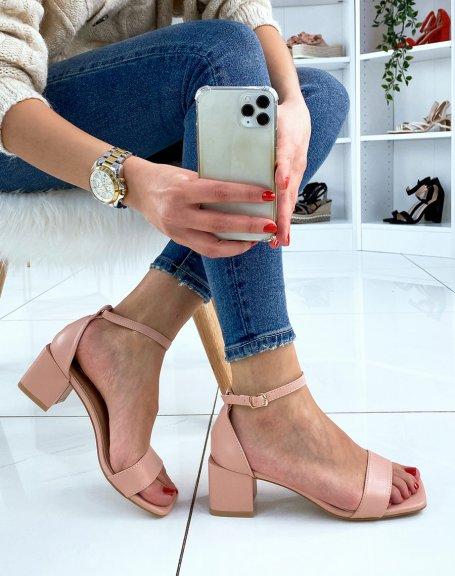 Sandale rose clair à petit talon carré
