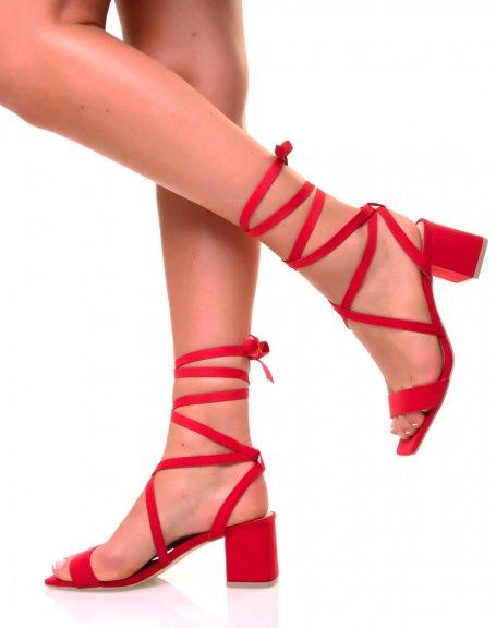Sandales à petits talons carrés rouges et lacets en suédine