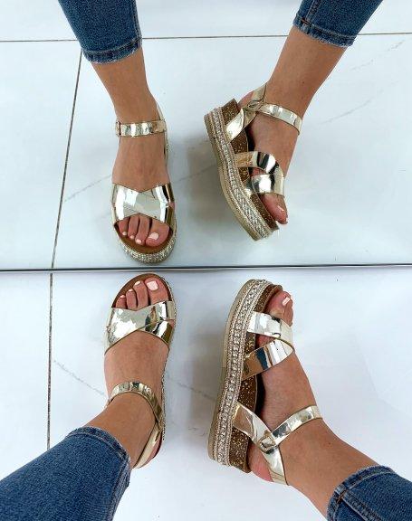 Sandales à semelles compensées dorées