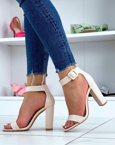 Sandales à talon beiges à boucle carrée