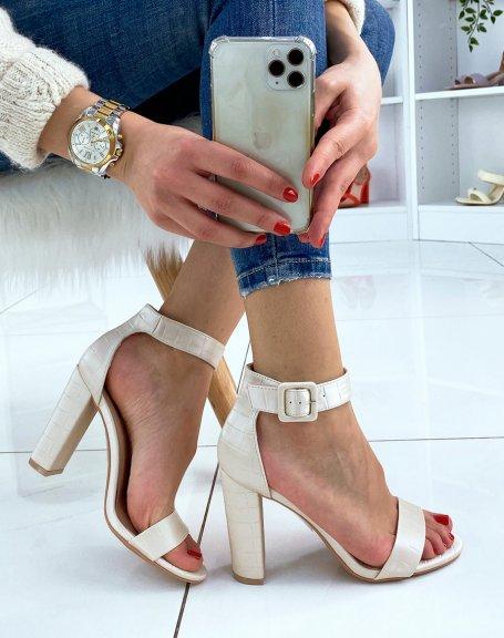 Sandales à talon beiges effet croco à boucle carrée