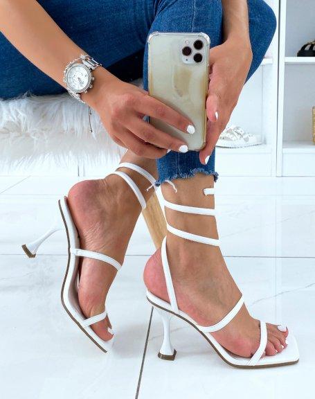 Sandales à talon blanches à bride torsadée