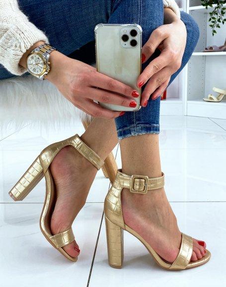 Sandales à talon dorées effet croco à boucle carrée