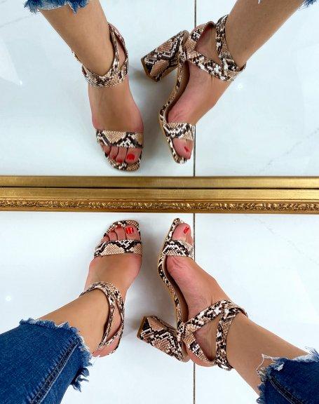 Sandales à talon effet python et brides croisées