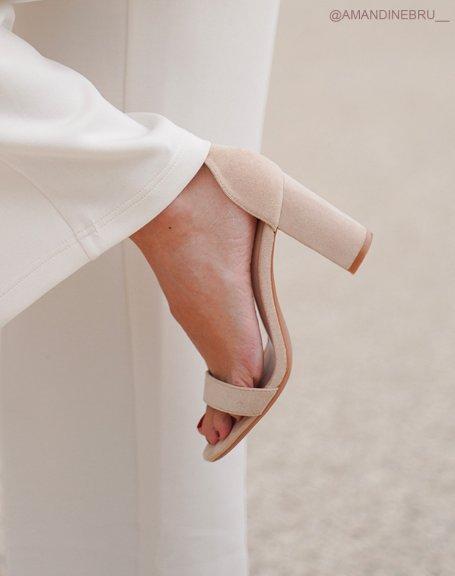 Sandales à talon en suédine beiges à fines lanières