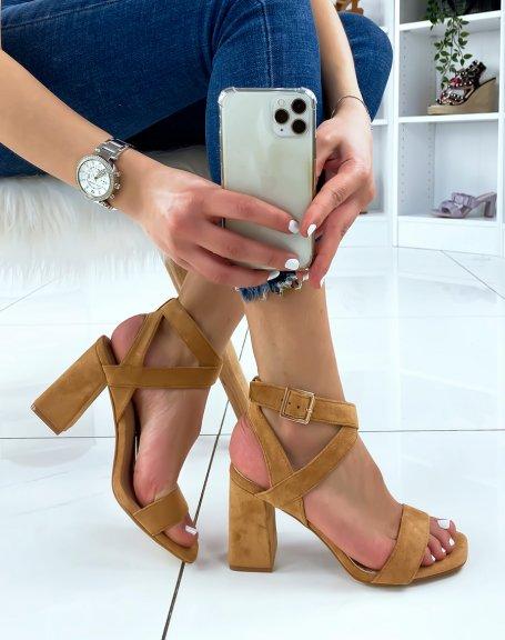 Sandales à talon en suédine camel à brides croisées