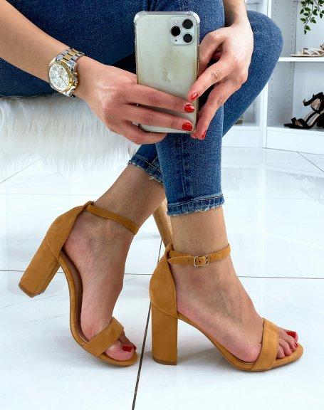 Sandales à talon en suédine camel à fines lanières