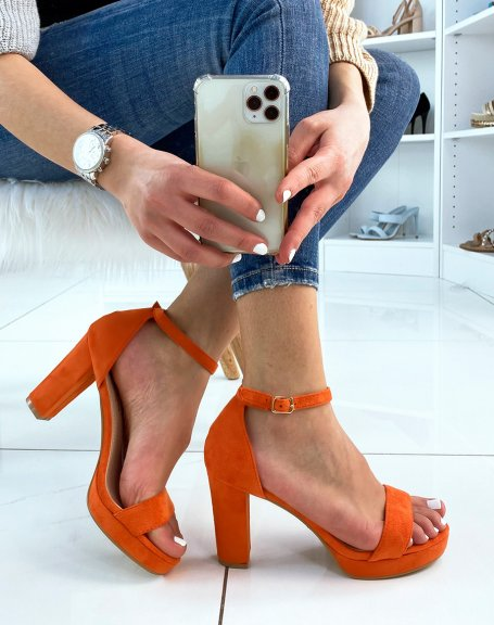 Sandales à talon en suédine orange