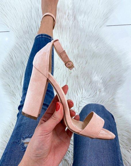 Sandales à talon en suédine rose poudré à boucle dorée