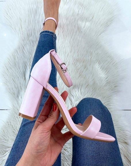 Sandales à talon lilas à fines lanières