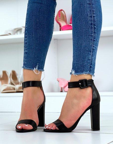 Sandales à talon noires à boucle carrée