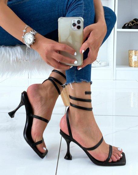 Sandales à talon noires à bride torsadée