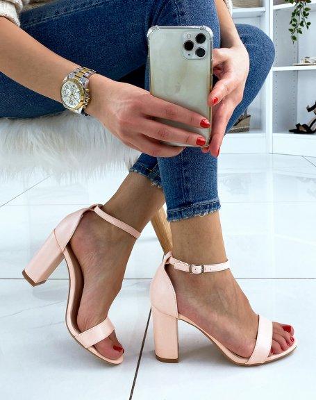 Sandales à talon rose poudré à fines lanières