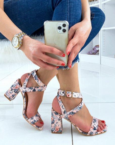 Sandales à talon roses à motifs fleuris et brides croisées