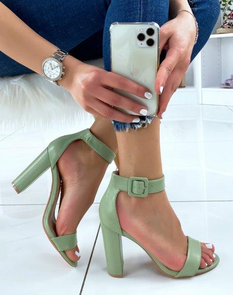 Sandales à talon vert pastel à boucle carrée