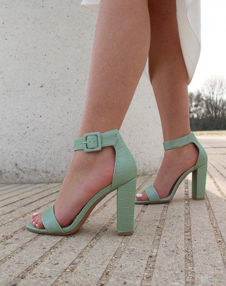 Sandales à talon vert pastel effet croco à boucle carrée