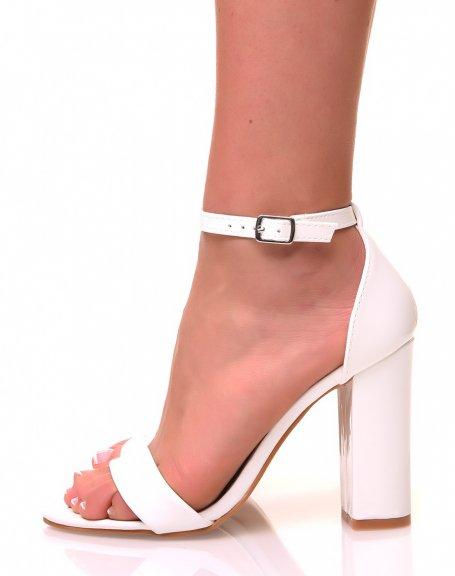 Sandales à talons carrés blanches effet vernis
