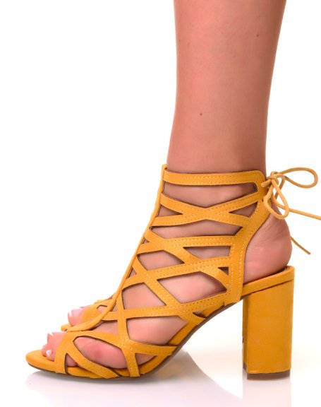 Sandales à talons carrés en suédine jaunes