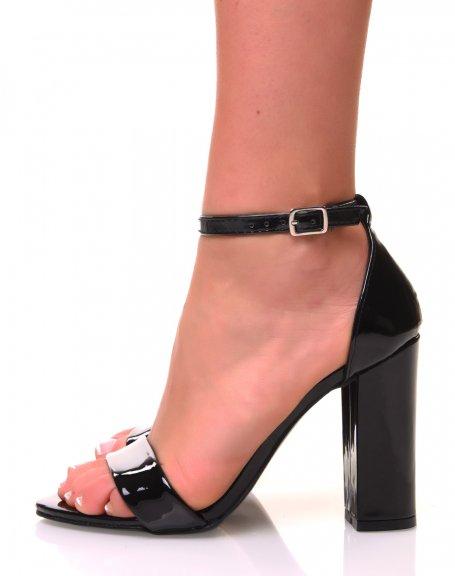 Sandales à talons carrés noires effet vernis