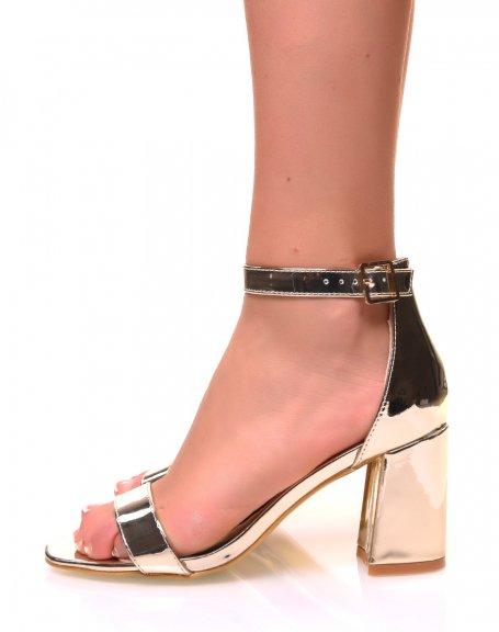 Sandales à talons carrés vernies couleur or