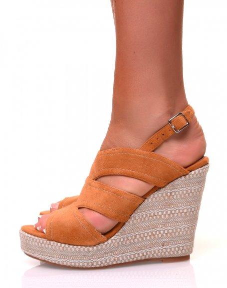 Sandales à talons compensés tressés en suédine camelles