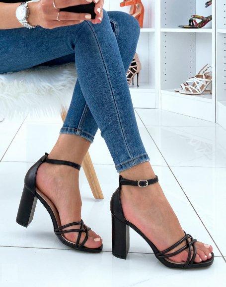 Sandales à talons noires à lanières entrecroisées