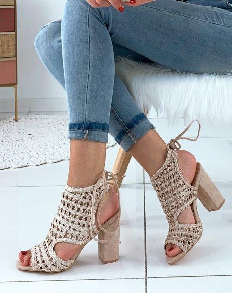 Sandales beiges à talons carrés et à lacets bi-matières